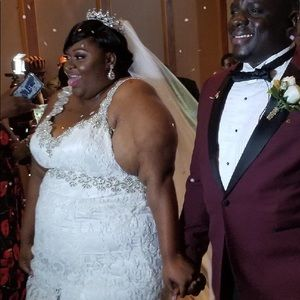 Plus size (Size 26)  Wedding Dress. And belt